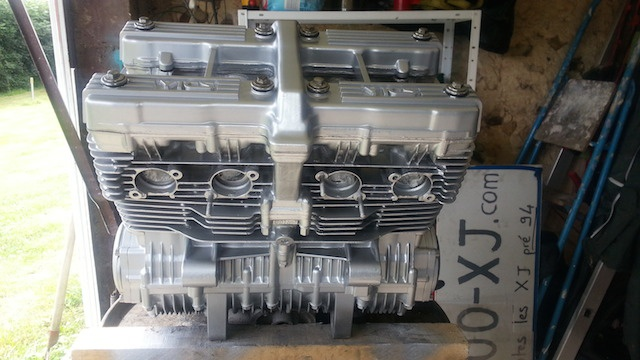 Encore une 900 XJ en mode Brat 111346moteur2
