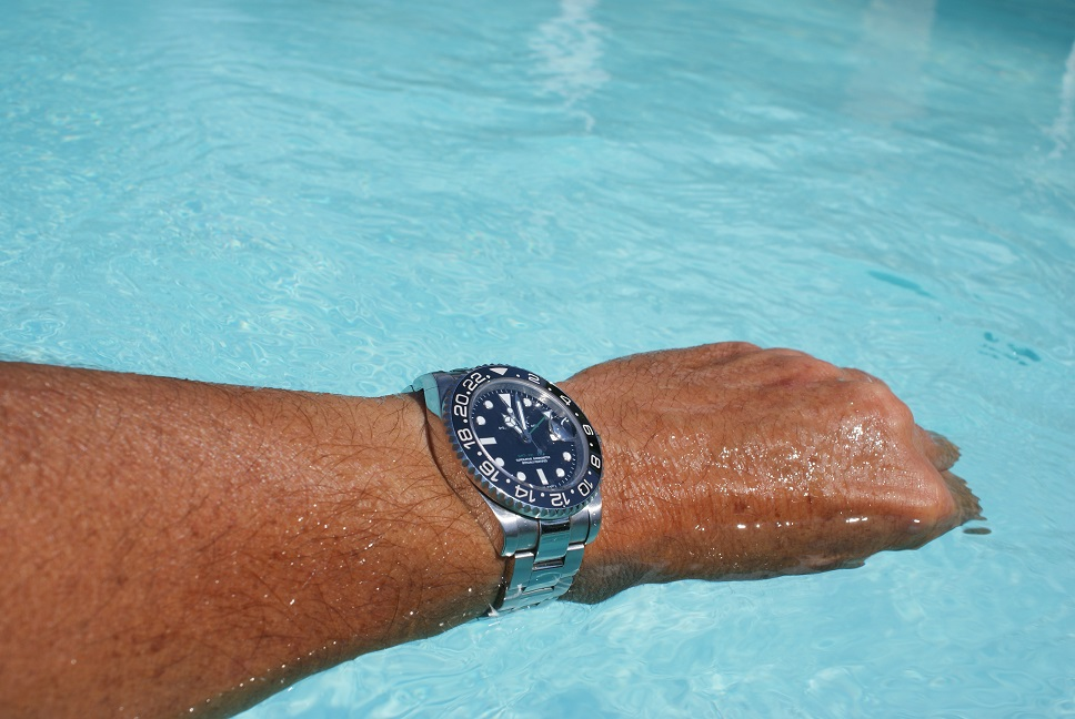 16710 - Rolex GMT Master 2 16710 ou Omega Seamaster 300 Master Co-Axial ? - Page 2 112326gmtpiscine038