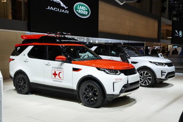 Project Hero, une version unique du nouveau Land Rover Discovery pour la Croix Rouge autrichienne  120406lrnewdiscoveryprojecthero0702175
