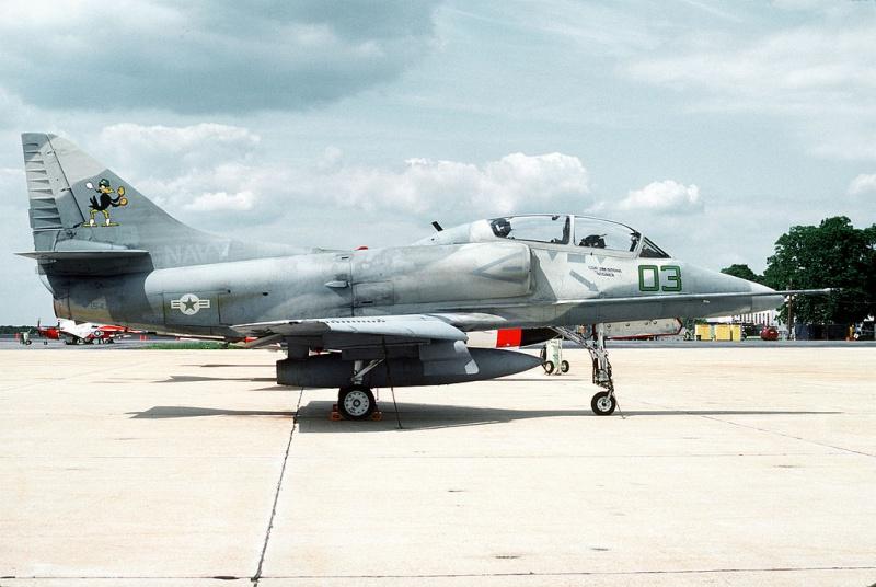 DOUGLAS A-4 SKYHAWK [NOUVELLE VERSION] 120910DouglasTA4FSkyhawkVF45