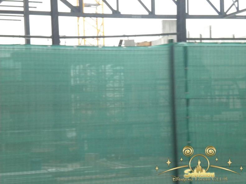 Construction du Dark Ride Ratatouille pour 2014 - Page 40 121376DSCN9977border