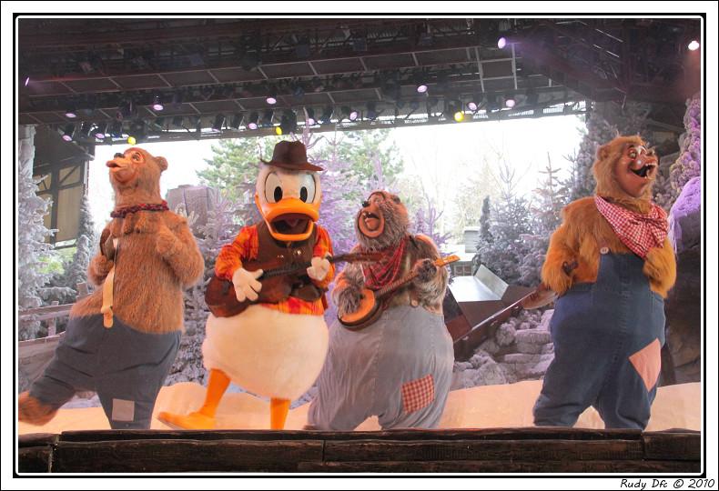 Spectacle Mickey et la magie de l'hiver - Page 3 121574IMG0787border