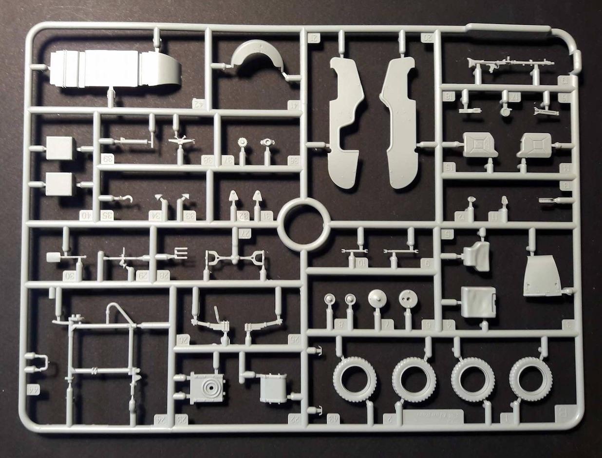 Zündapp KS750 - Sidecar - Great Wall Hobby + figurines Alpine - 1/35 123413ZundappBox3