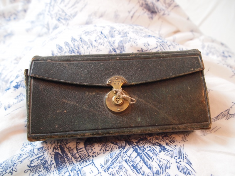 kit de voyage ancien de marque M.G. Paris 129086P1171458