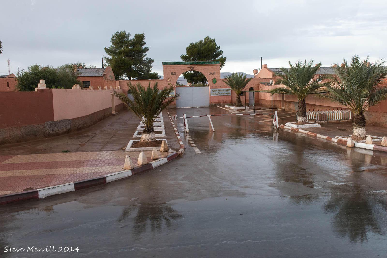 Photos de nos soldats et des Bases Marocaines - Page 2 13082715963462065996c1b7304h