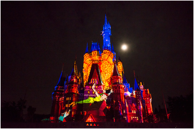 [Tokyo Disneyland] Nouveau spectacle nocturne : Once Upon a Time (29 mai 2014)  - Page 3 133619ouat3