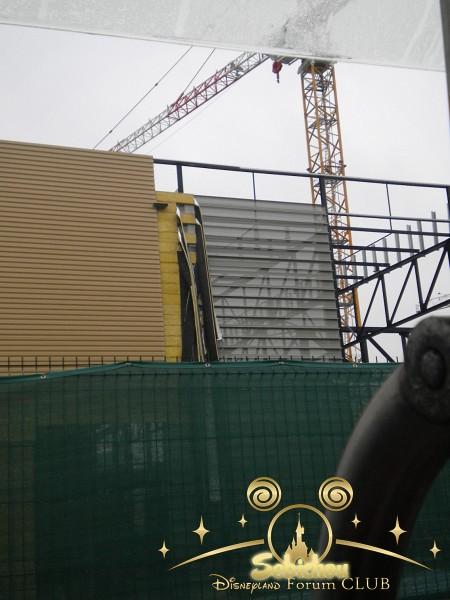 Construction du Dark Ride Ratatouille pour 2014 - Page 40 134861DSCN9962border