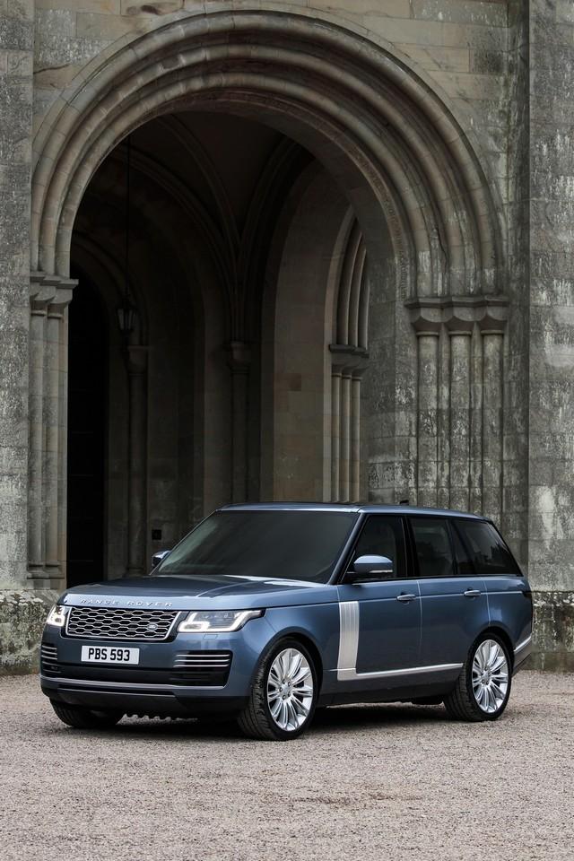 Le Nouveau Range Rover intègre dans sa gamme une motorisation essence hybride rechargeable 138037rr18mystatic10101710