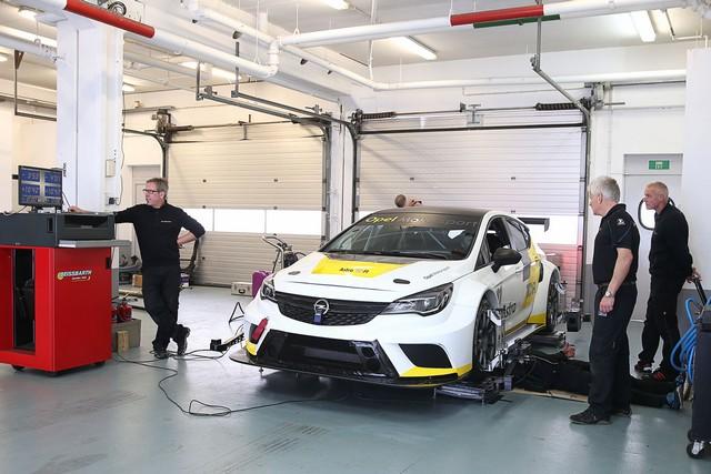 Essais présaison : l'Opel Astra TCR enchaine les kilomètres 140011OpelAstraTCR299212