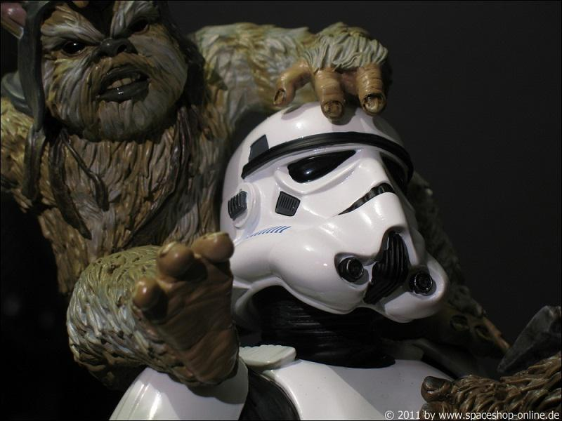 """Fall of the Empire"" – Ewoks vs. Stormtrooper Diorama 1411540075"