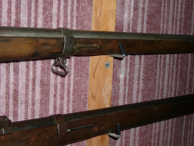 des jolis supports muraux pour un fusil...? 146106ratelier1