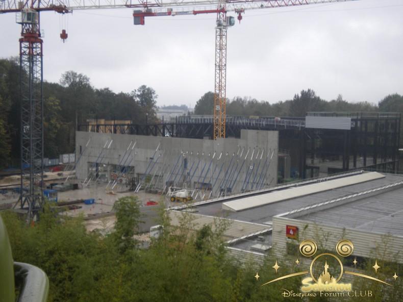 Construction du Dark Ride Ratatouille pour 2014 - Page 40 146382DSCN9988border