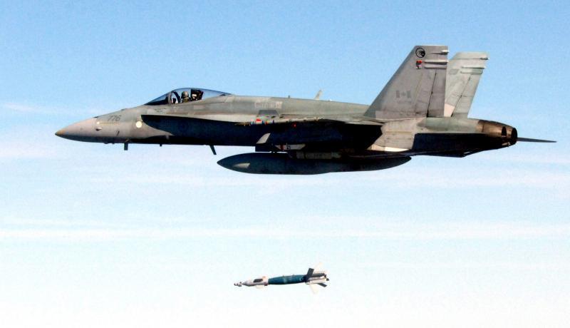 MCDONNELL-DOUGLAS F/A-18 HORNET  146472CF_18A_launches_LGB_Eglin_AFB_2006