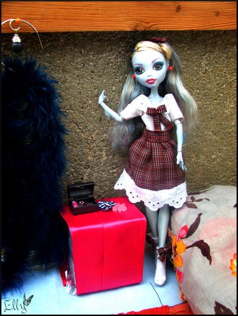 Monster High,  un uniforme d'écolière... 149043DSCF0412