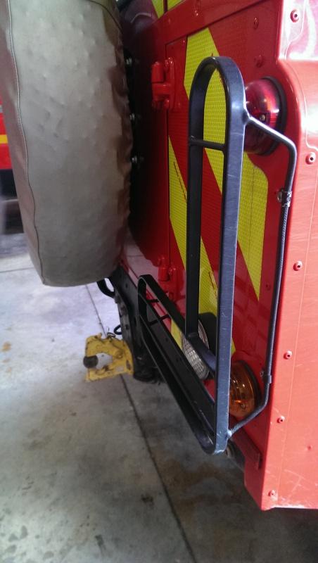 Defender 90 VLTT 'sapeurs pompiers des bouches du rhone - Page 5 149746IMAG0545