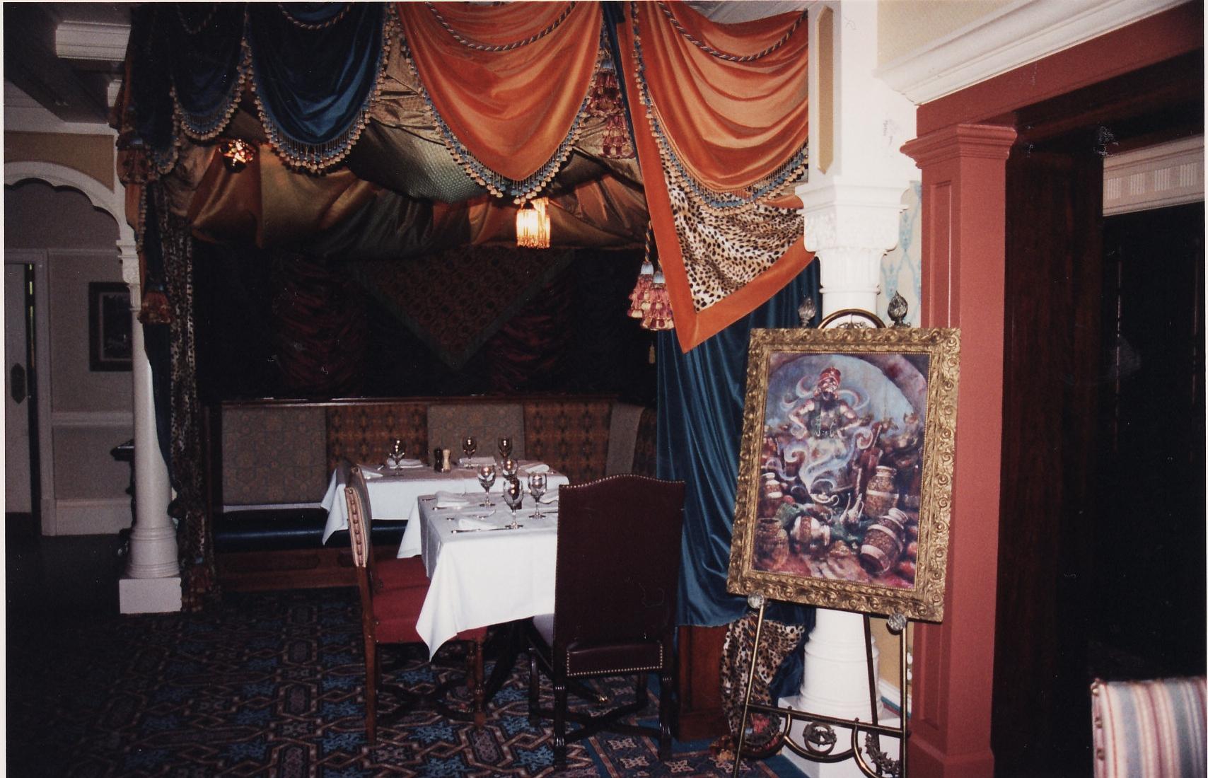 (Histoire) Lilly's Boutique a remplacé une salle du Walt's - An American Restaurant - Page 2 153948L151