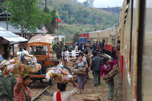 Le train en Asie du sud-est  154758DSC0168