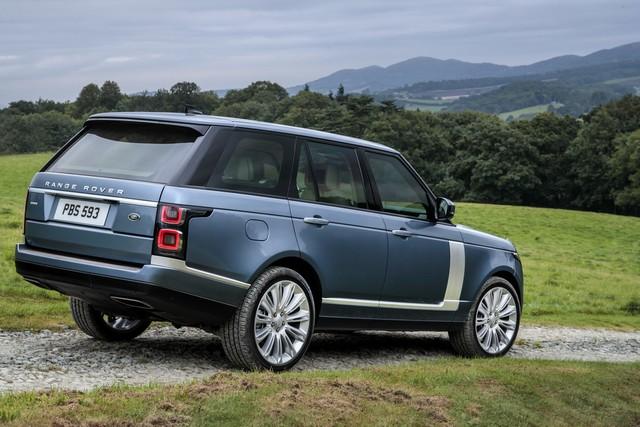 Le Nouveau Range Rover intègre dans sa gamme une motorisation essence hybride rechargeable 158857rr18myallterrain10101709