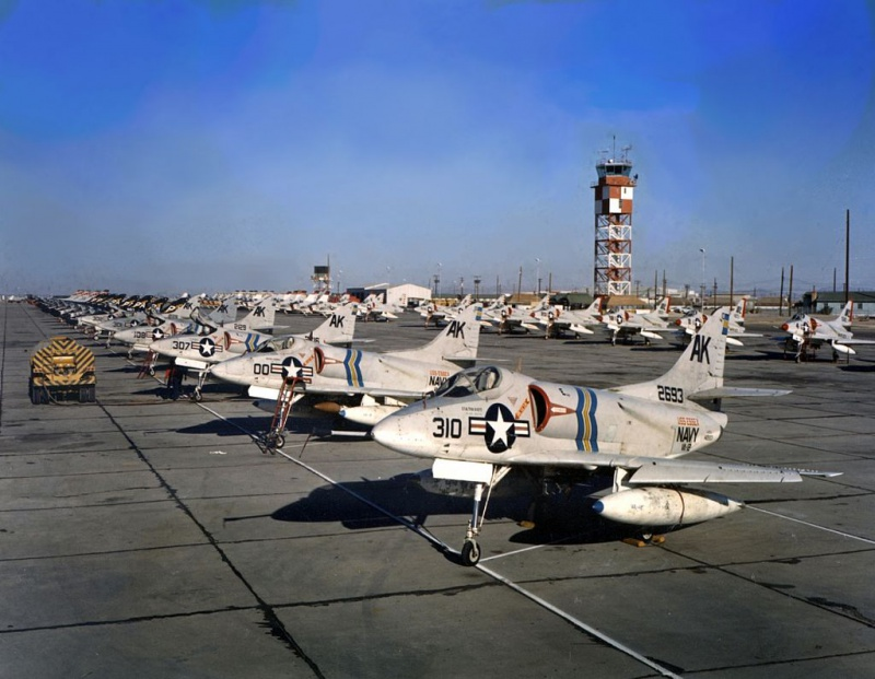 DOUGLAS A-4 SKYHAWK [NOUVELLE VERSION] 164190DouglasA4BSkyhawkVA121959