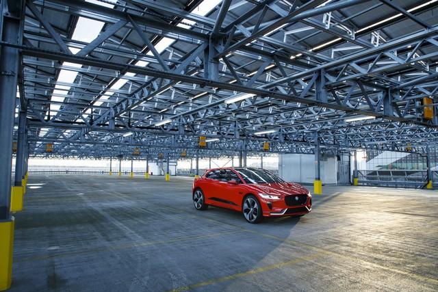 Le concept électrique Jaguar I-Pace dans les rues de Londres  165025ipacelondon053