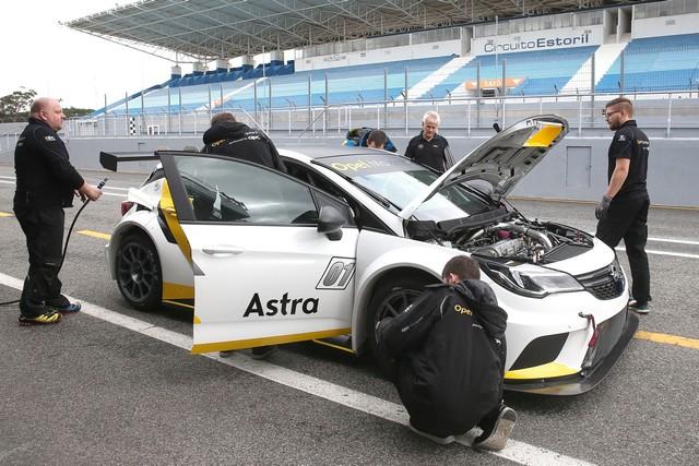Essais présaison : l'Opel Astra TCR enchaine les kilomètres 167531OpelAstraTCR299213
