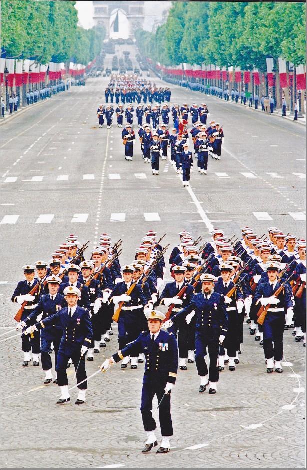 [ Divers Gendarmerie Maritime ] Île Longue fort de Crozon 1987 168995Defil