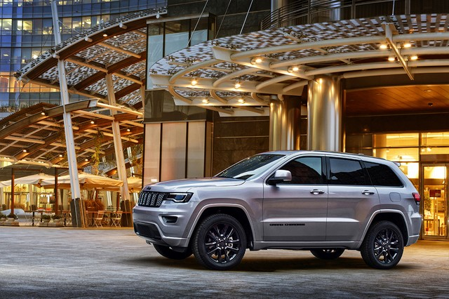 Jeep® au Salon de Genève 2017 172603170301JeepGrandCherokeeNightEagle01