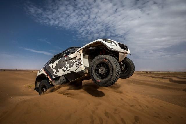 1ère VICTOIRE DE LA PEUGEOT 3008DKR Rallye du Maroc – Étape 3/5 18532257f52fd37cfad