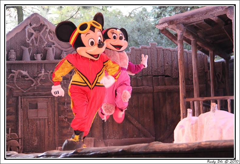 Spectacle Mickey et la magie de l'hiver - Page 3 194706IMG0721border