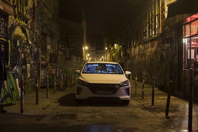 Hyundai IONIQ électrise la toile avec « l'After Electro Electric » 198555makingoff05