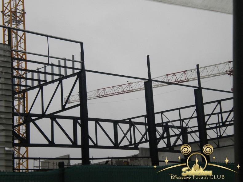 Construction du Dark Ride Ratatouille pour 2014 - Page 40 201487DSCN9975border