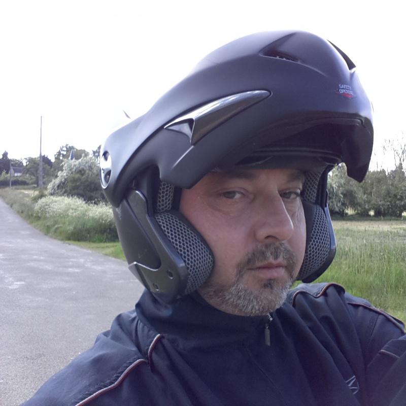 Bon juste comme ça... Y a du motard dans le coin?! - Page 2 20768820140518173042