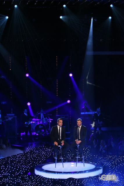 Robbie et Gary au Popstars en Allemagne 18-11-2010 21112365495HQ04122375lojpg