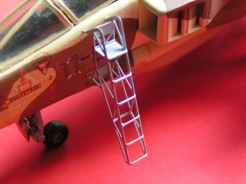 photo decoupe d'echelles d'accès au cockpit d'avions francais 72ème 215532PICT0135