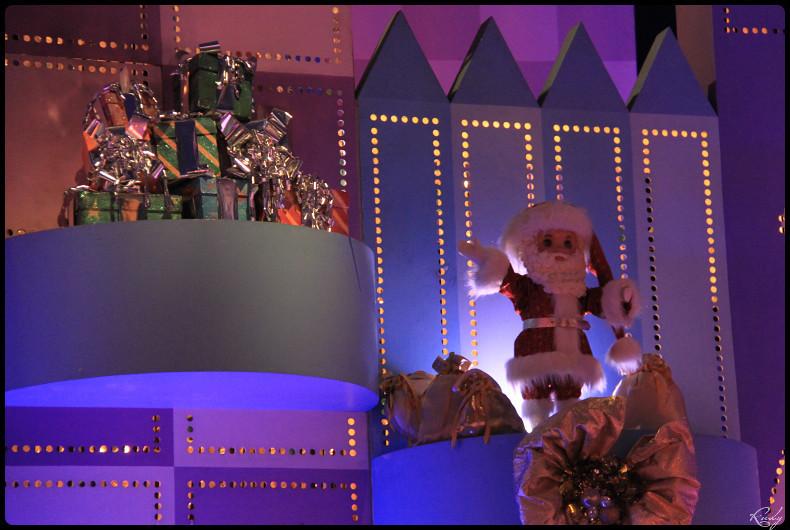 It's small world re- décoré  pour Noël - Page 5 217292IMG0531border