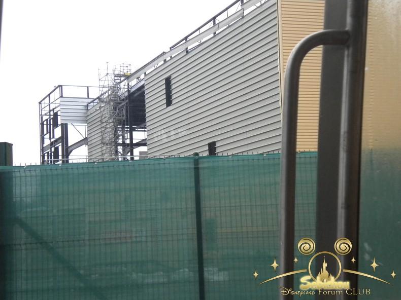 Construction du Dark Ride Ratatouille pour 2014 - Page 40 221781DSCN9966border