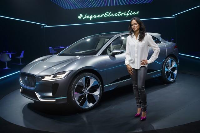 Jaguar Dévoile Le Concept I-PACE : Le SUV Électrique Performant 222195jagipacemichellerodriguez005