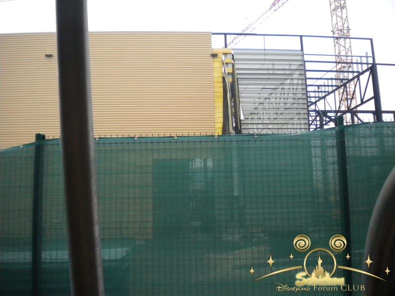 Construction du Dark Ride Ratatouille pour 2014 - Page 40 247671DSCN9960border