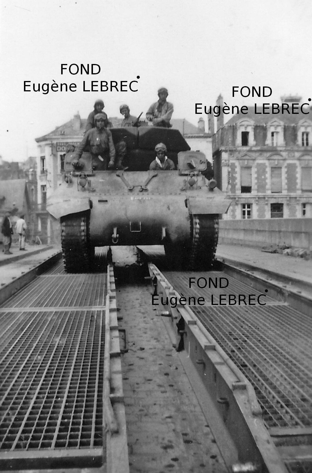 Chateau Gontier (Mayenne), véhicules à identifier - Page 2 25155421