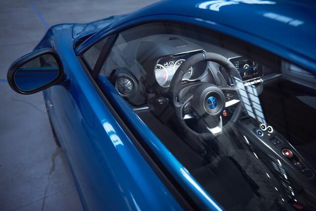 Alpine est de retour - A110, la voiture de sport française agile et compacte 2560328833716