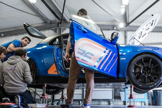 Alpine A110 Cup : une authentique voiture de course, taillée pour les plus grands circuits européens 256819211987252017AlpineA110Cup