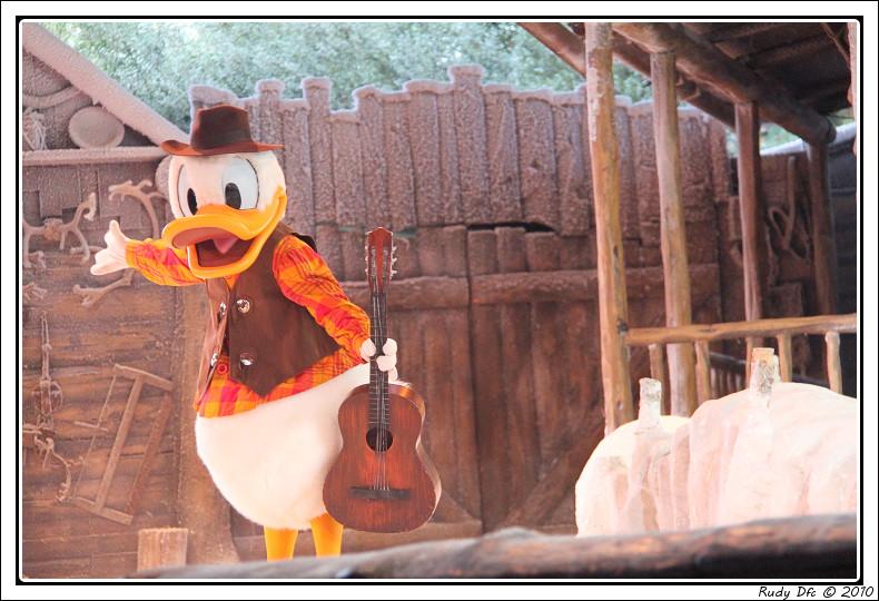 Spectacle Mickey et la magie de l'hiver - Page 3 257735IMG0781border