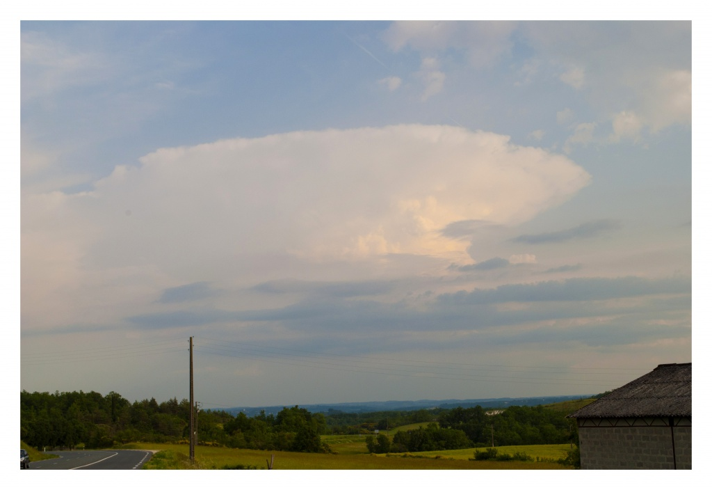 FIL ROUGE : Le ciel et les nuages  261695orage