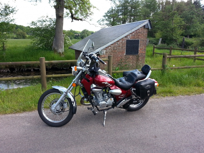 Bon juste comme ça... Y a du motard dans le coin?! - Page 2 26604220140518172928