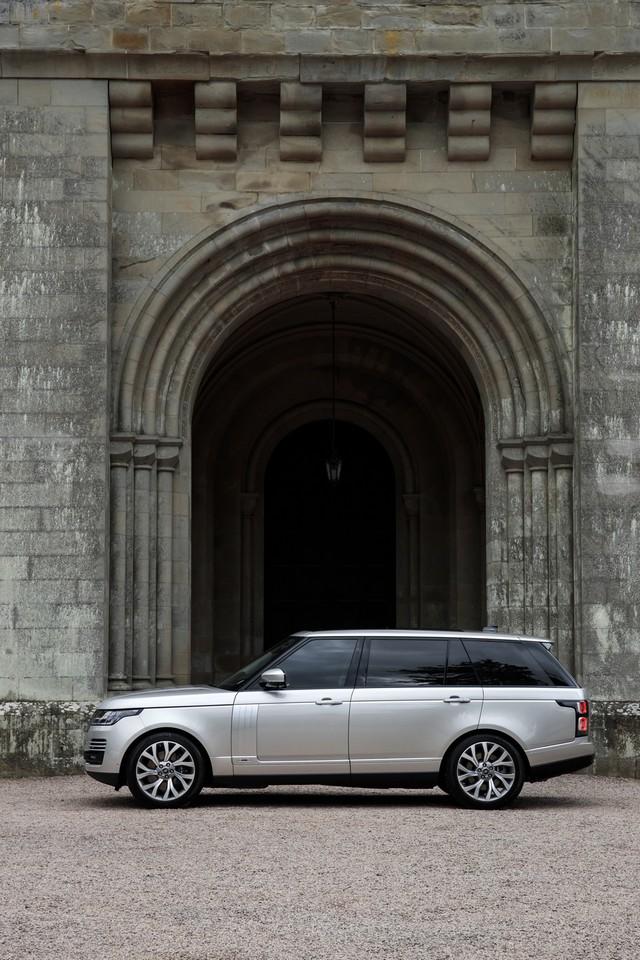Le Nouveau Range Rover intègre dans sa gamme une motorisation essence hybride rechargeable 267155rr18myphevlwbstatic10101703