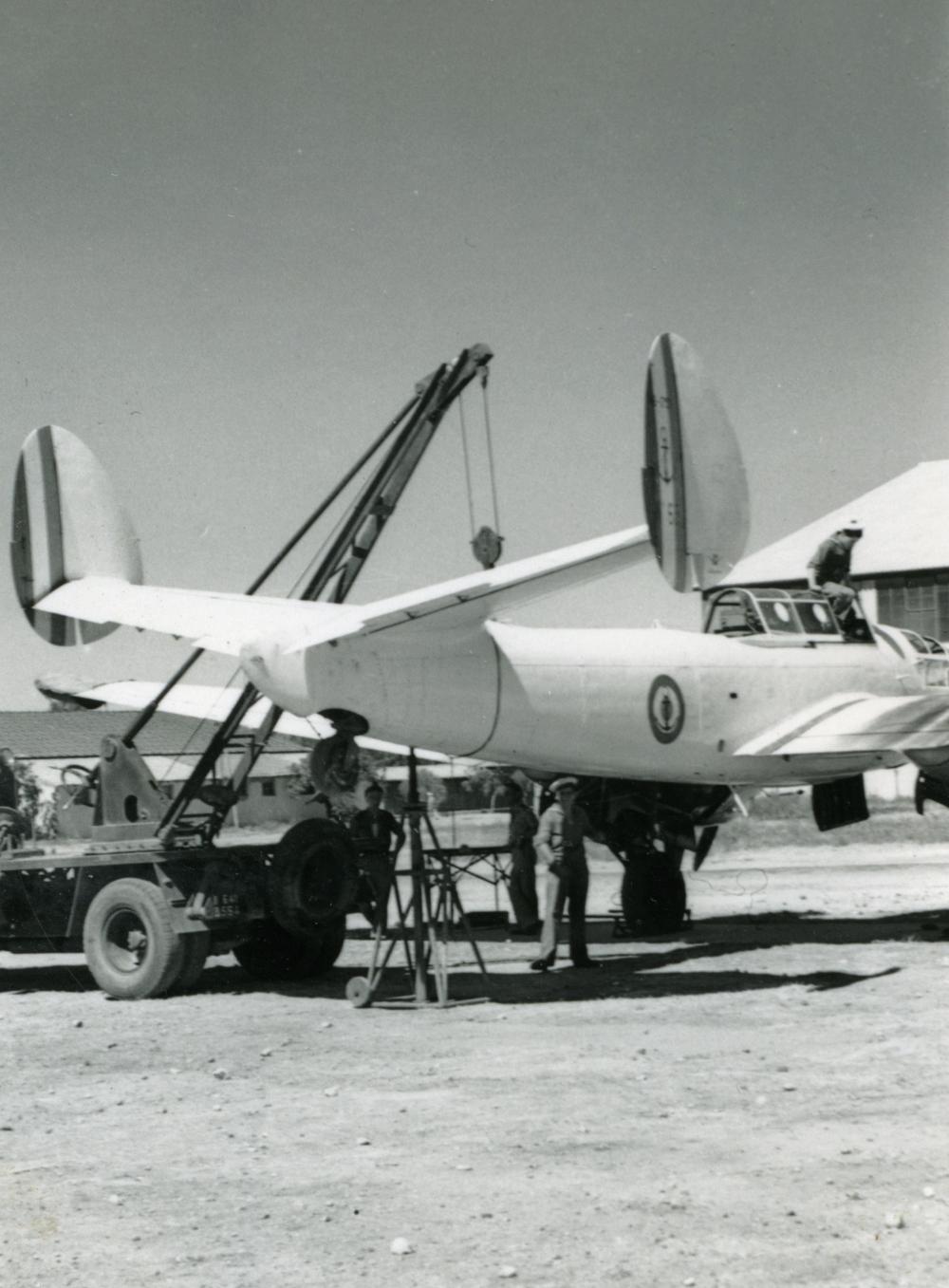 [La spécialité de...] Mécanicien aéronautique (Sujet unique) - Page 3 269221Photo337maintenance1PPERRIN