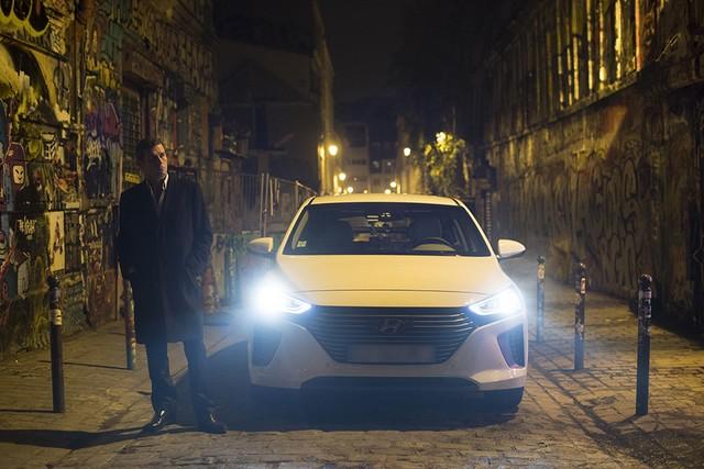 Hyundai IONIQ électrise la toile avec « l'After Electro Electric » 271029makingoff04