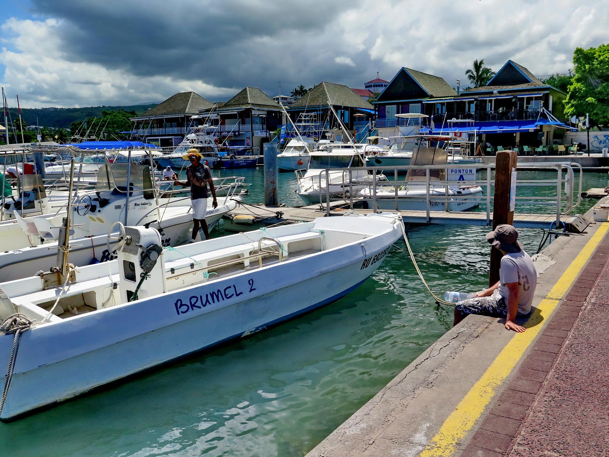[Vie des ports] Les ports de la Réunion - Page 2 283039marchsaintpaulstgilles161