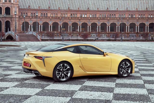 Lexus Dévoile Les Tarifs Du Nouveau Coupé LC 2861472016lexuslc500naplesyellowstatic2