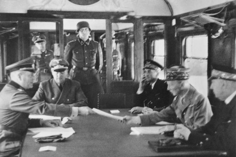 LFC : 16 Juin 1940, un autre destin pour la France (Inspiré de la FTL) 295835BundesarchivBild146198208918WaffenstillstandvonCompigneUnterhndler
